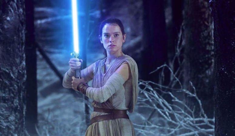 Star-Wars-The-Last-Jedi-Luke-Skywalker-Rey-Episode-8
